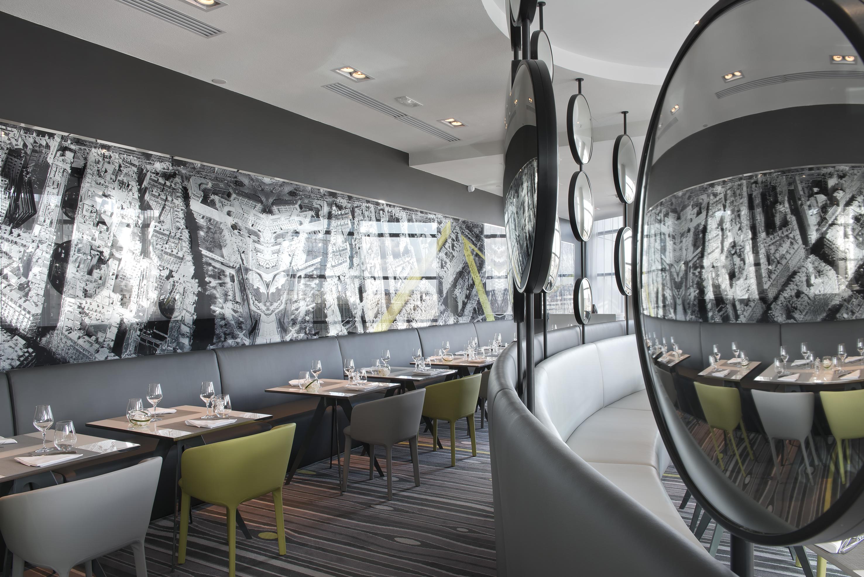 Le miroir plus qu une vue sur la d fense lecoq gourmand - Restaurant miroir paris ...